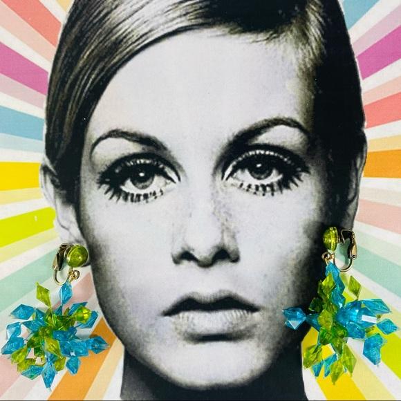 Vintage plastic sparkle starburst beaded earrings